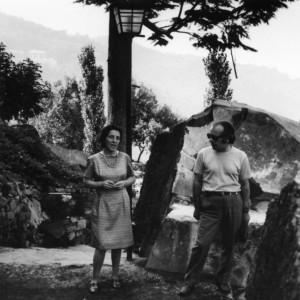 rino D'Ambros con la moglie Vanin Dolores nel parco sul lago di Nemi Roma